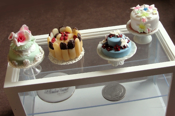 dollhouse_miniature_cake_display_by_fairchildart-d73ya0o